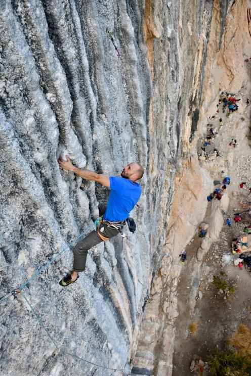 Pierre Trolliet dans Mind Control, et la foule en bas. Photo par Christophe